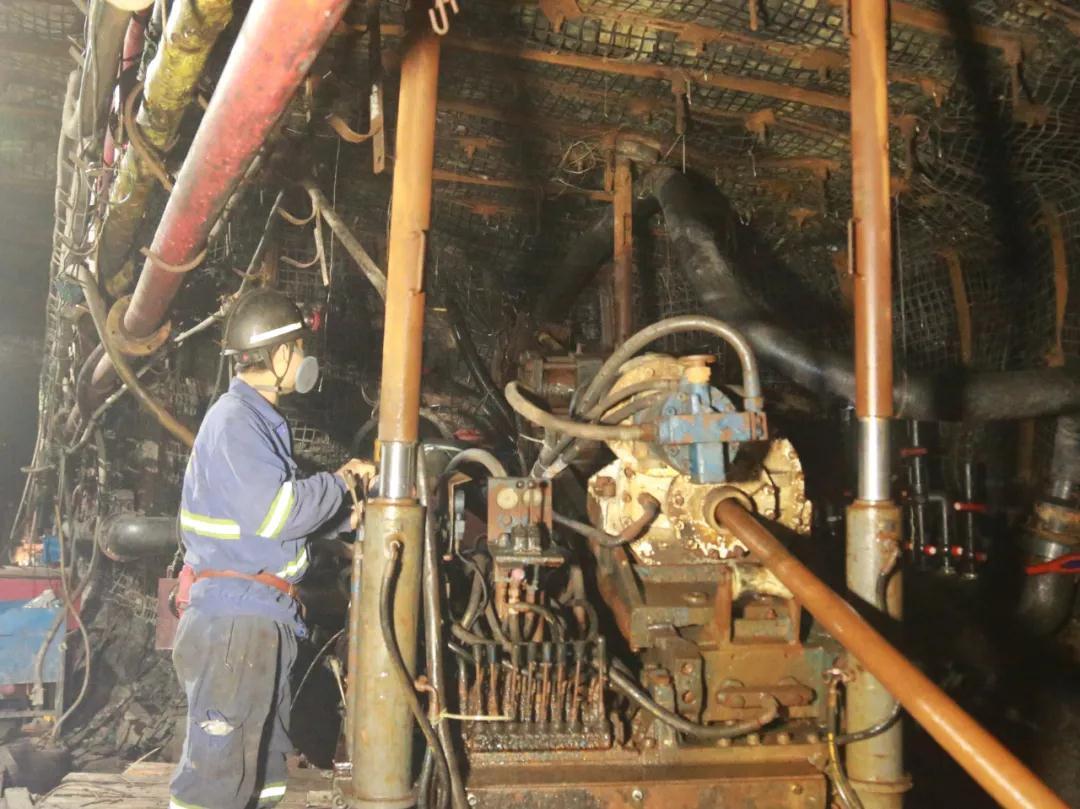 二号煤矿:矿区首个大孔径长距离定向高位裂隙带钻孔项目实验取得阶段成功