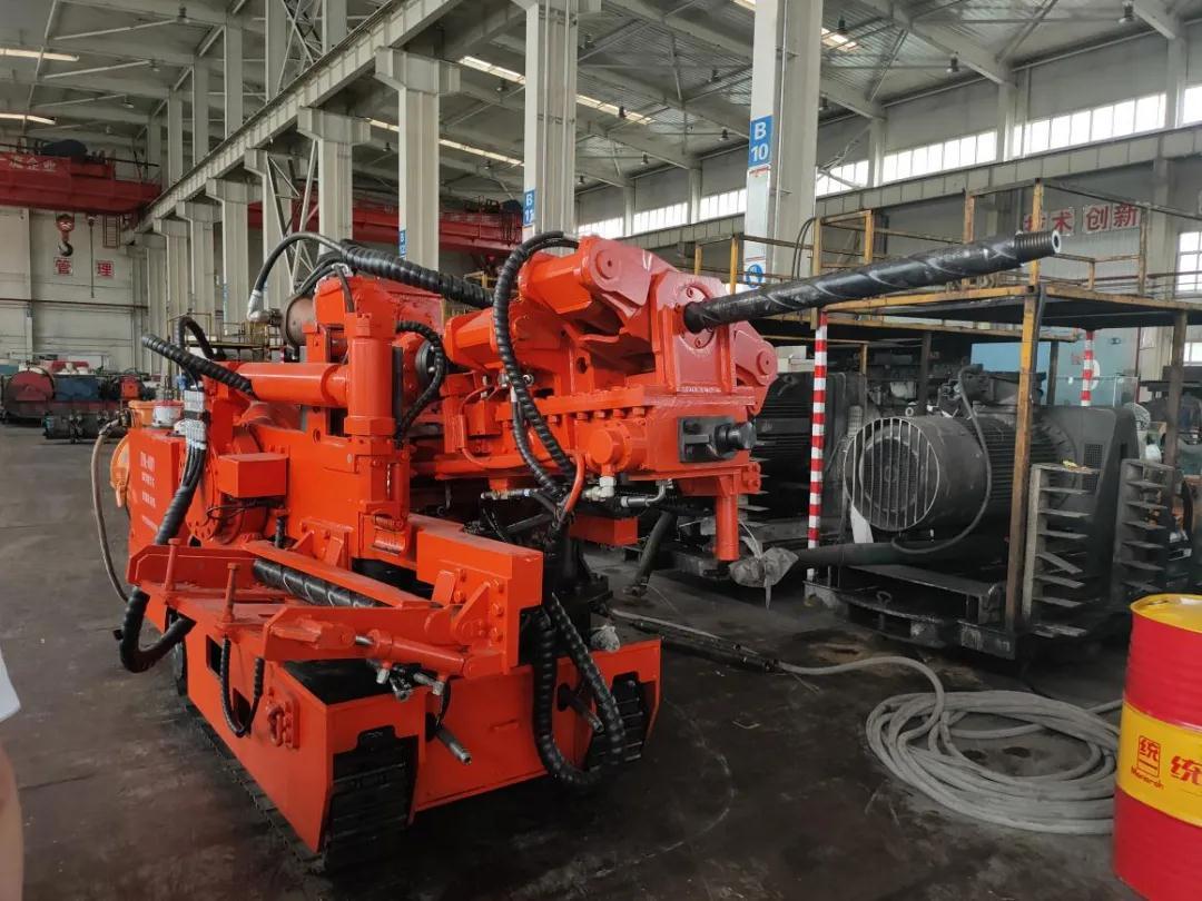 陕煤集团首台全自动遥控钻机落户陕北矿业红柳林公司