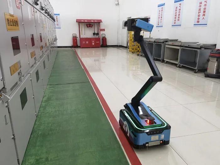 红柳林矿业公司110KV变电站智能巡检机器人上岗
